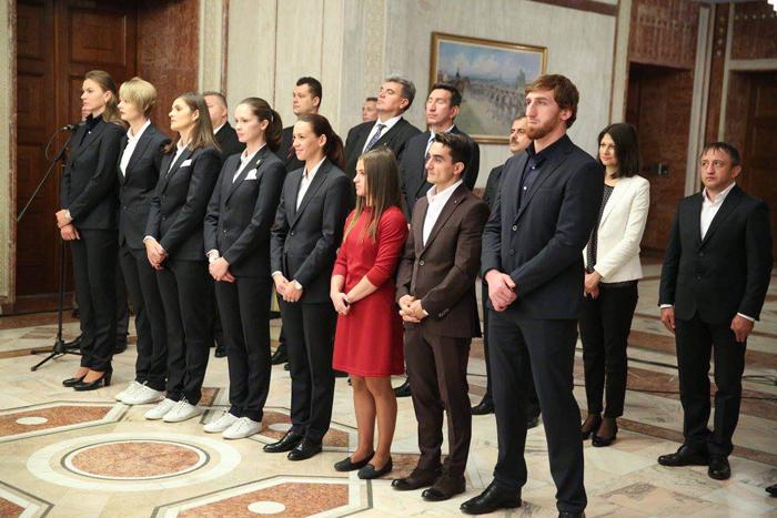 Simona Pop felicitată de ministrul Apărării