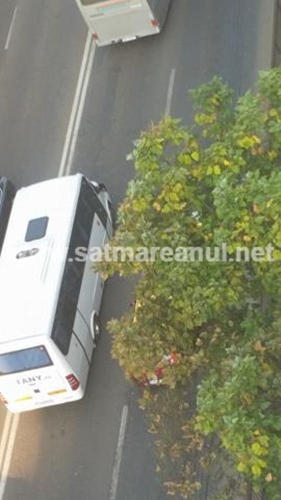 Taximetrist implicat într-un accident lângă Billa
