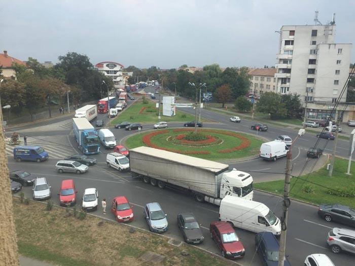 Satu Mare blocat de TIR-iști (foto&video)