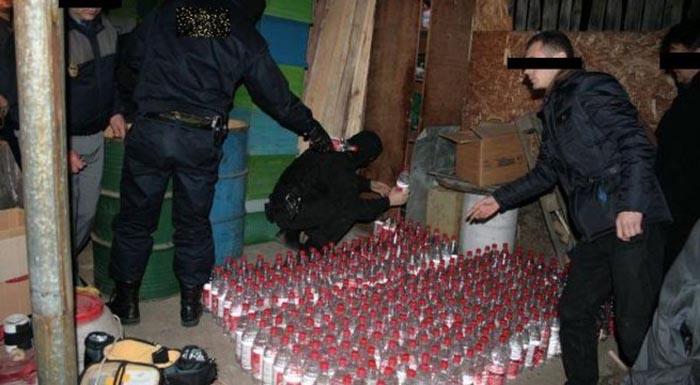 Percheziții la mafia alcoolului. Două persoane au fost reținute