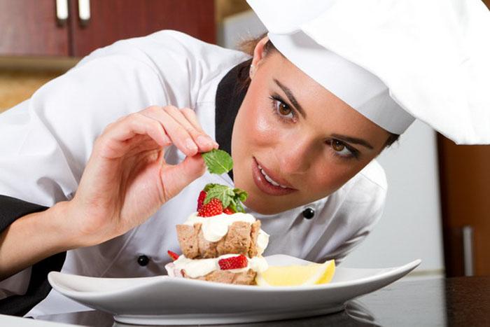 Austriecii au nevoie de bucătari, chelneri și cameriste. Vezi condițiile