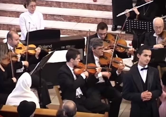 """Camerata """"EUROART"""" din Baia Mare va concerta la Castelul Karolyi (Video)"""