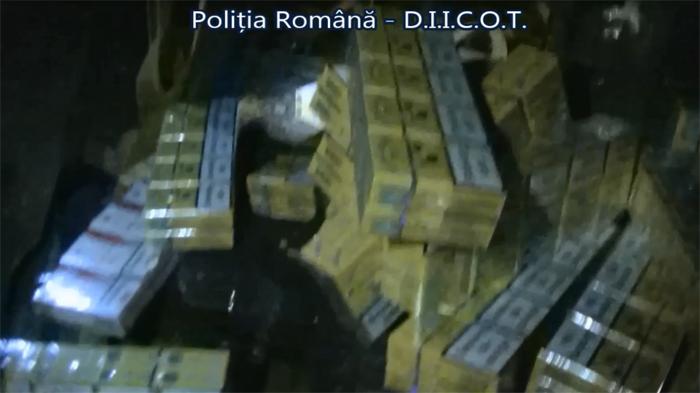 Contrabandiști prinși în flagrant de mascați. Cinci persoane, reținute (Video)
