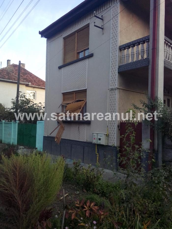 Explozie la o casă din Satu Mare. O bătrână a ajuns la spital (Galerie foto)