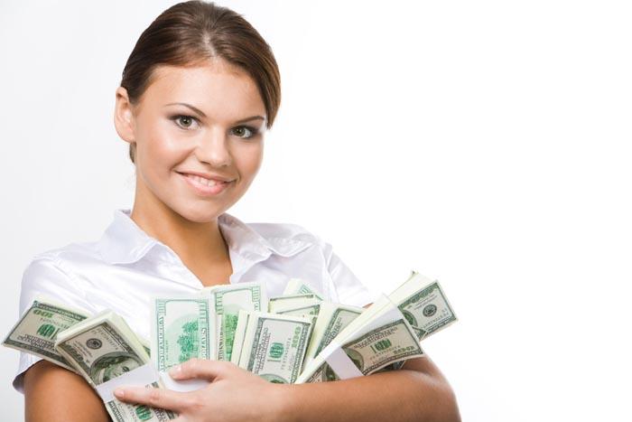 Femeile din Satu Mare câștigă mai mult decât bărbații