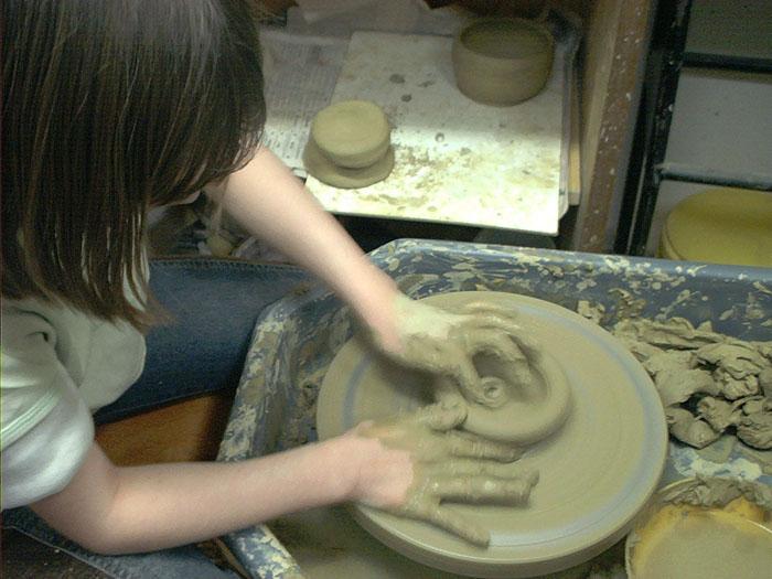 Atelier de ceramică pentru copii şi adulţi. Vezi unde te poți înscrie