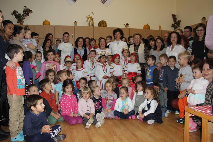 """Copiii de la GPP nr. 2 din Satu Mare au celebrat """"Dărnicia toamnei"""" (Foto)"""