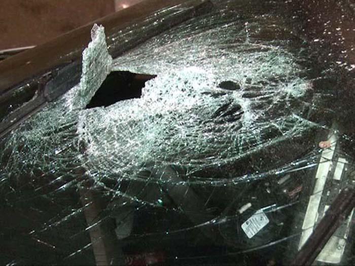 I-a distrus mașina parcată în fața casei