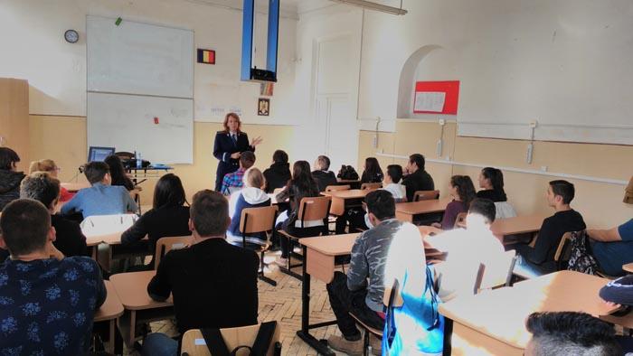 """Campania """"Iubește inteligent !"""", continuă în școlile din Satu Mare"""
