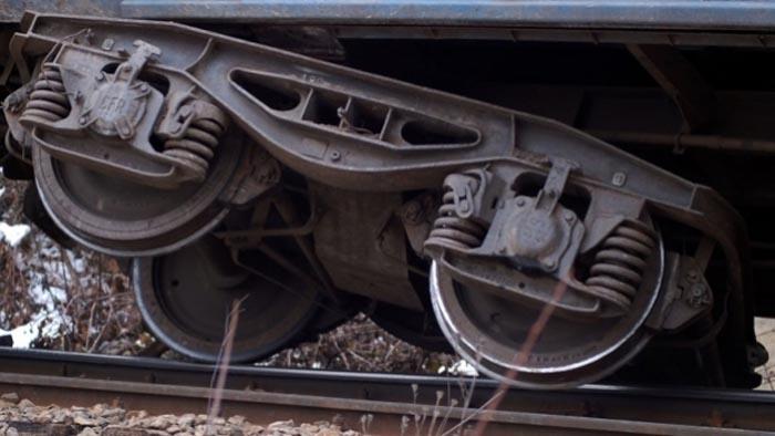 Sute de călători panicați. Locomotiva trenului Satu Mare-București a deraiat