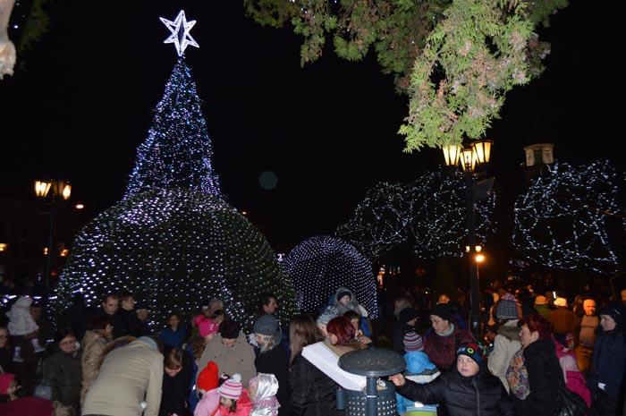 Primarul Kereskenyi Gabor a pornit iluminatul ornamental de sărbători (Galerie foto&video)
