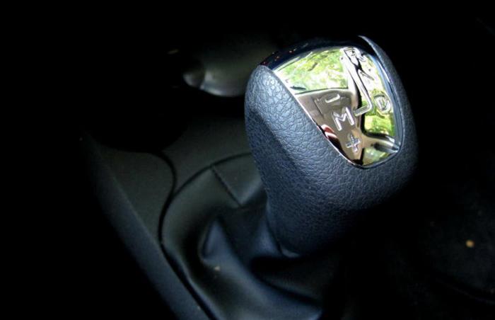 Vezi interiorul primei Dacii Logan dotată cu o cutie de viteză automată (Foto)