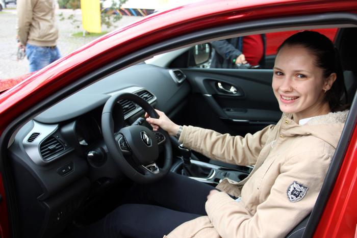 Campioana olimpică Simona Pop a primit mașina din partea Renault România (Foto)