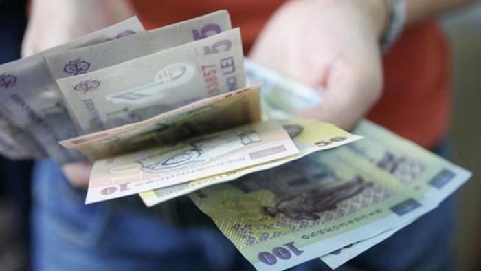 A furat bani și un card bancar dintr-o casă. Hoțul a fost trimis în judecată