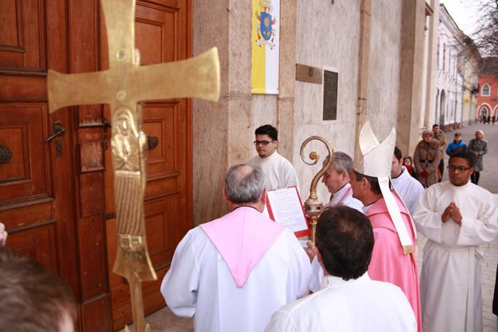 Se închid Porțile Milostivirii în Catedrala Romano-Catolică. Vezi detalii