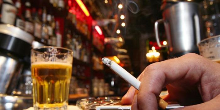 Comercianții de alcool și tutun trebuie să solicite noi atestate