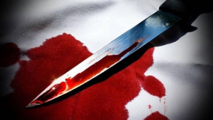 Crimă: Un bătrân și-a înjunghiat mortal fiul