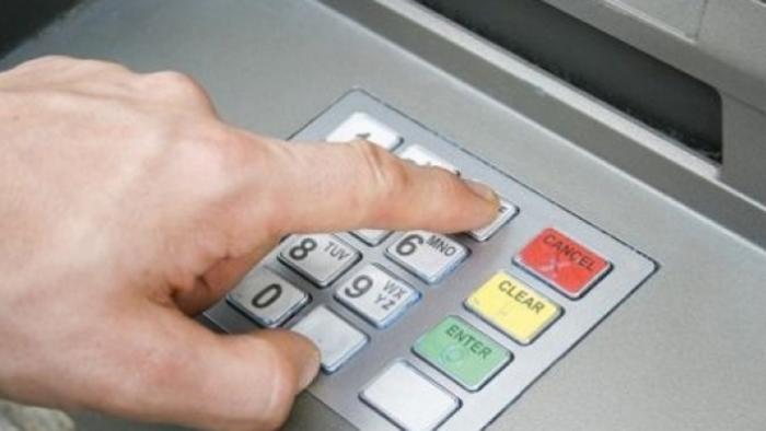 A vrut să golească un bancomat. Vezi ce a pățit
