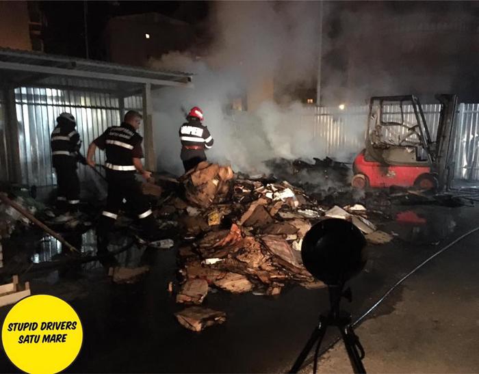 Incendiu la un supermarket din Micro 17 (Foto)