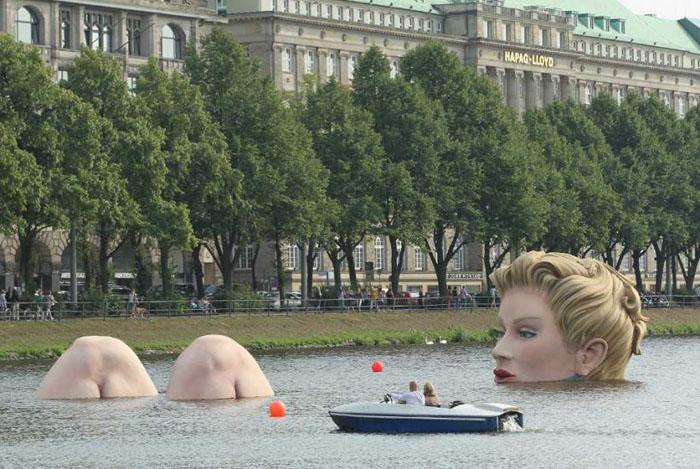 Fata din lac. Unde poți să vezi această statuie (Foto)