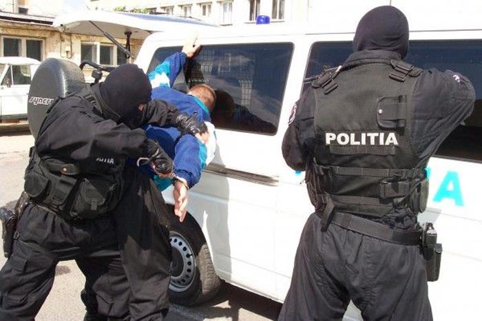 Doi bărbați, arestați în Vama Petea. Ce au făcut