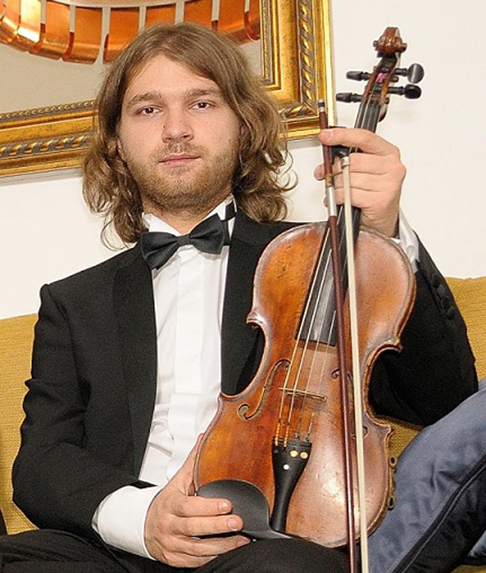 """Violonistul Radu Dunca, în concert la Filarmonica """"Dinu Lipatti"""""""