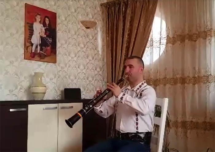 Călin Borșe cântă de Ziua Unirii Principatelor Române (Video)