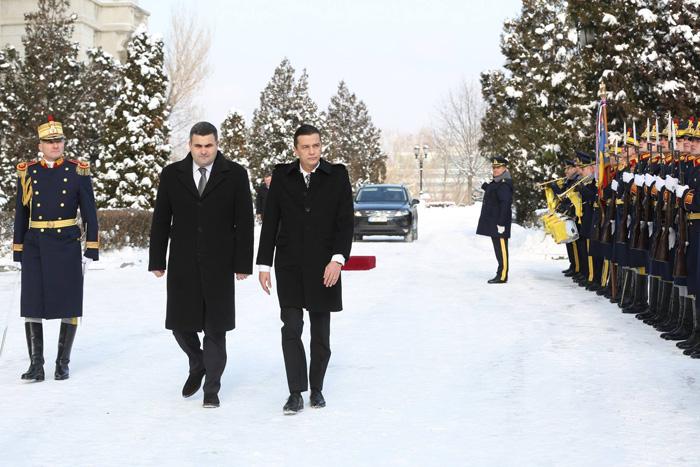 Premierul României s-a întâlnit cu ministrul Apărării, Gabriel Leș. Despre ce au discutat (Foto)
