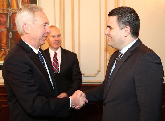 Ministrul Apărării, Gabriel Leș, a avut o întrevedere cu ambasadorul SUA în România