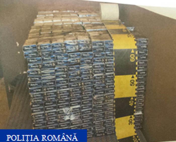 Zeci de mii de țigarete, descoperite într-un tren