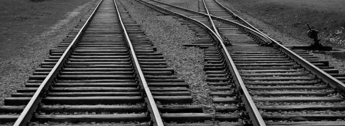 Ce spun ambulanțierii despre bărbatul omorât de tren. Accident sau sinucidere?