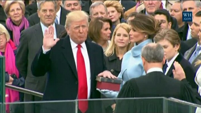 Donald Trump este oficial președintele SUA. A depus jurământul