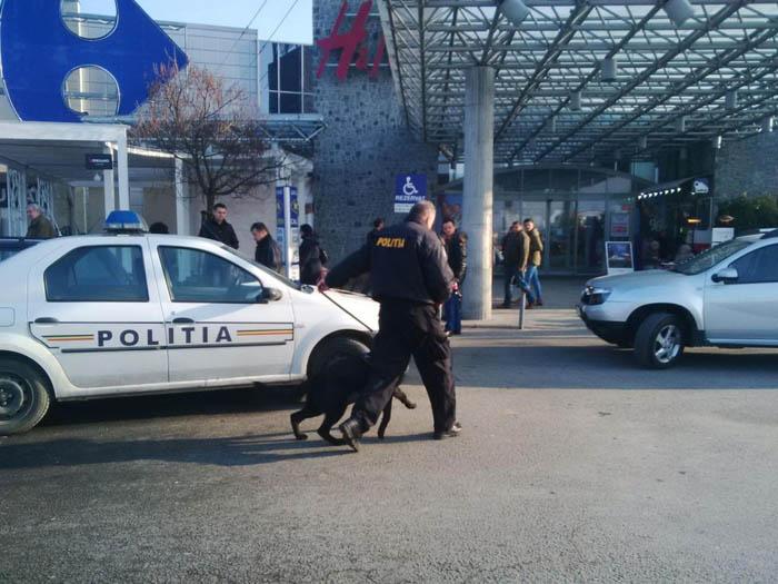 Alertă la mall din cauza unui pachet suspect (Foto&video)