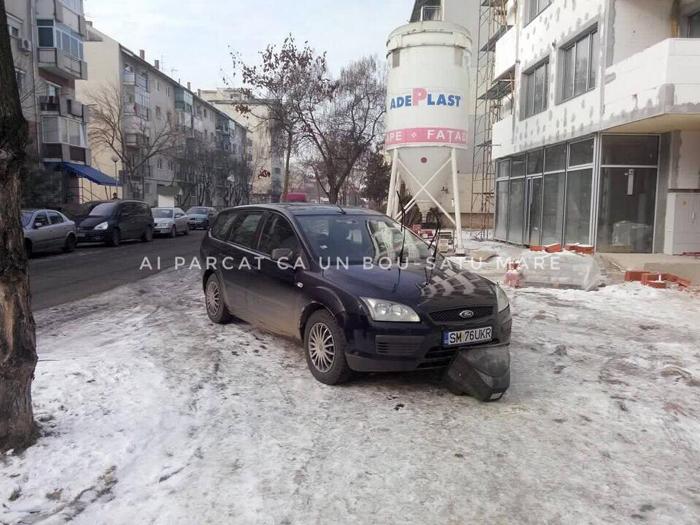 Pietonii s-au răzbunat pe o mașină parcată pe trotuar. Ce au făcut (Foto)