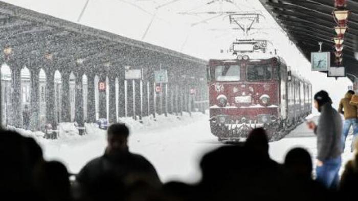 Viscolul a dat peste cap traficul feroviar. Trenul Satu Mare-București Nord a întârziat peste o oră