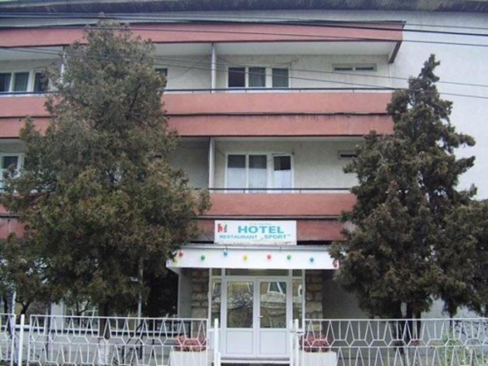 """Primăria Satu Mare vrea să preia Hotelul """"Sport"""""""