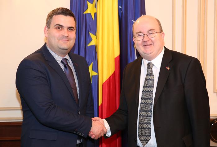 Ministrul Gabriel Leș s-a întâlnit cu ambasadorul britanic. Despre ce au discutat (Foto)