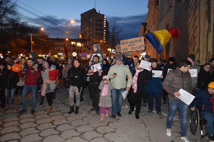 Sute de oameni au protestat la Satu Mare (Galerie foto&video)