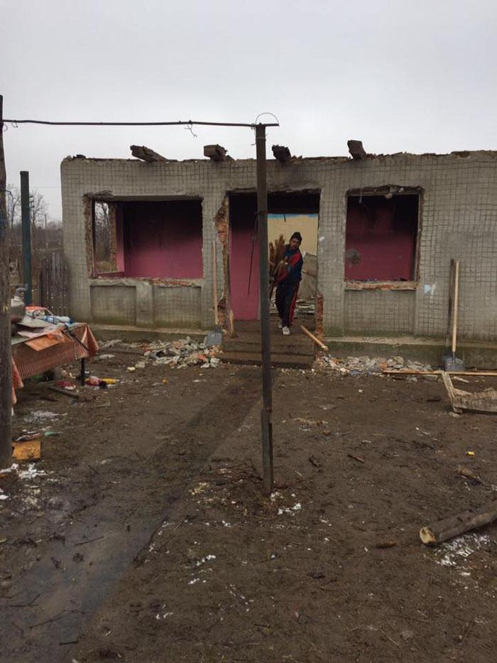 Cum arată casa în care a ars de viu fetița de un an. Familia are nevoie de ajutorul nostru (Foto)