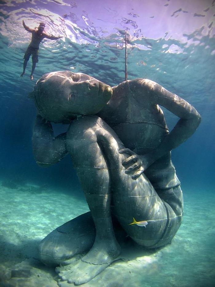 Unde se află cea mai mare statuie subacvatică din lume ? (Foto&video)