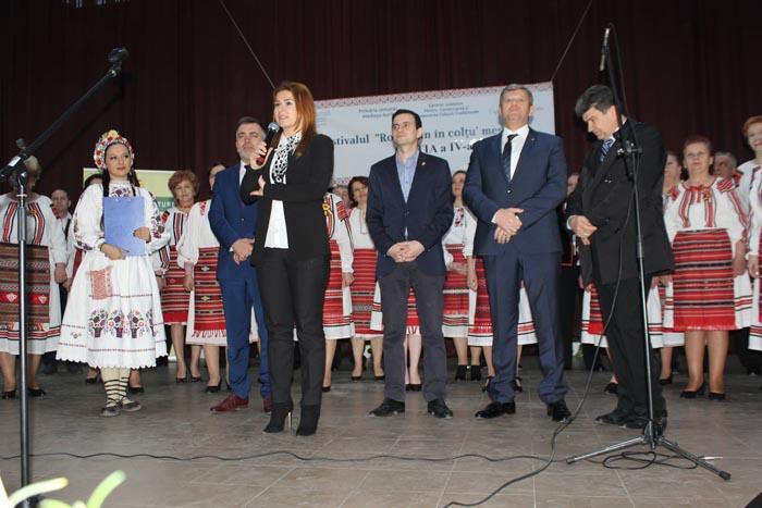 Sărbătoarea muzicii populare la Medieșu Aurit. Deputatul Ioana Bran, alături de medieșeni (Galerie foto)