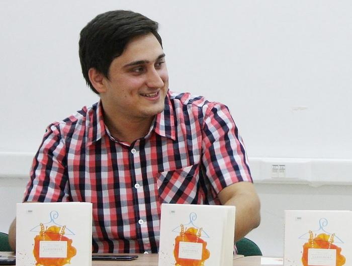 Un designer cu origini sătmărene, premiat la un festival de literatură