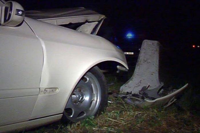 Mort de beat, s-a izbit cu mașina de un cap de pod