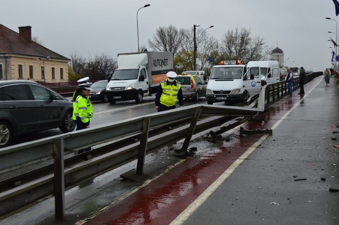 Accident pe Podul Golescu (Foto&video)