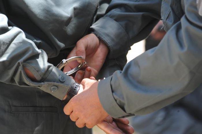 Tânărul care a tâlhărit o adolescentă, arestat preventiv