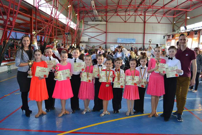 """16 medalii pentru Loga Dance School la Cupa """"Cetate Ardud"""" (Foto&video)"""