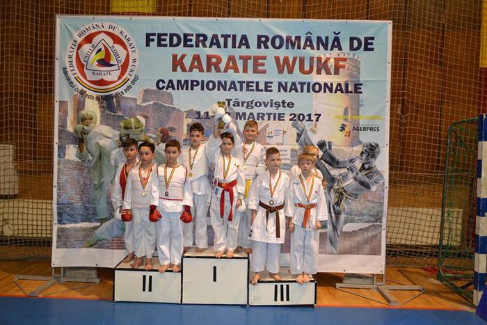 """16 medalii pentru Clubul """"Zanshin"""" la Campionatul Național de Karate"""