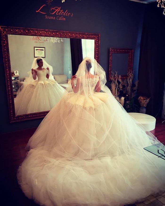 """Rochie de mireasă, impresionantă. Sătmăreanca Ioana Călin, """"curtată"""" de designerii din Dubai (Foto)"""