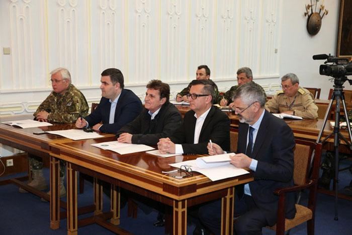 Ministrul Gabriel Leș, videoconferință cu militarii din Afganistan