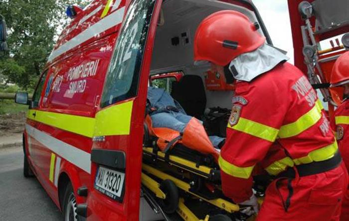 Accident în Ciuperceni. Femeie, transportată la spital